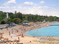 Відпочинок на Чорному морі в Одесі. Пляж Дельфін